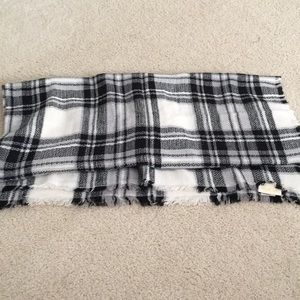 ModCloth Blanket scarf - Black and White